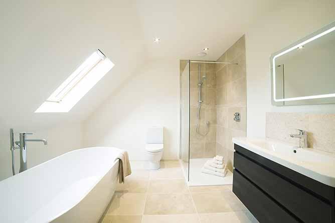 ABR | Rénovation de salle de bain par un artisan qualifié et expérimenté à Paris 18e